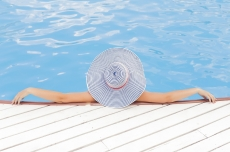 Consejos para climatizar la piscina y gastar la minima energia